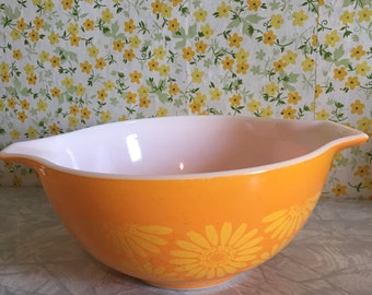 Vintage Pyrex Sunflower mixing bowl 442