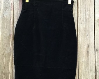 Vintage Skirt/ 90s/ black/ velvet/ size IT 44/ GB 36 / US 10 / F 42/ F 38/ high waist/ lined/ zip/ Made in Italy
