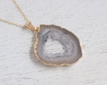Mom Gift, Light Gray Geode Necklace, Crystal Necklace, Geode Slice Necklace, Geode Druzy Pendant, Gold Necklace, Boho Layer Necklace, 8-180