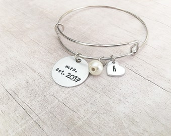 Gift for Bride on Wedding Day - Bride Gift Ideas - Gift for Bride - Mrs Bracelet