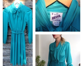 70's Vintage Green Teal Office Sheath Dress Secretary Goddess Ascot Collar 1970s Size Small Melbourne Made Chic Retro Business Woman