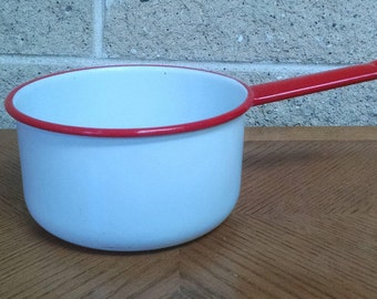 Enamelware Pan White with Red Trim - Vintage Enamelware Pot / Saucepan - 1 Quart  - 6 Inch Diameter - Farmhouse Country Kitchen