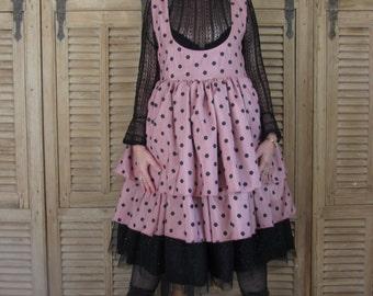 Robe vieux rose à pois noirs