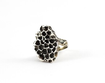 honeycomb ring . hive