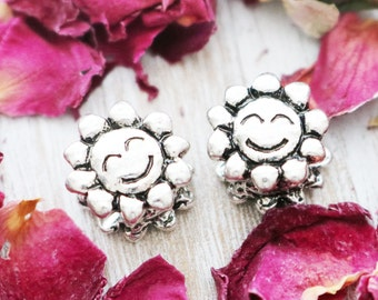 set of 5, flower beads, smily face beads, antique silver beads, silver flower, silver flower beads, smily face, face bead, 10mm x 10mm