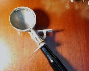 Scoop Master Vintage Ice Cream Scooper Black Handle