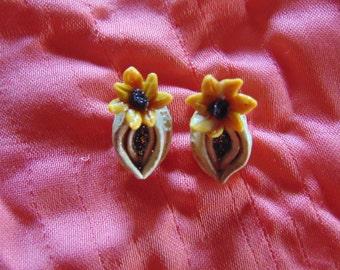 Vulva & Friends Earrings + feminist earrings, flower, colourful, feminist jewelry