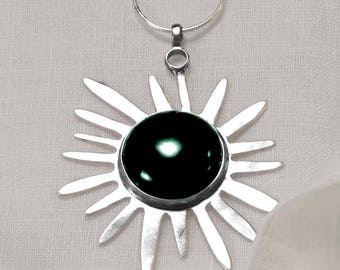 Women's elegant Silver, Star Necklace with Green Agate stone, Hallmarked by the Goldsmith Company London Assay office.
