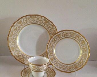 "Hutschenreuther Hohenberg Pattern 404684 Fine Bone China Dinner Plate 9 3/4""; New Vintage"