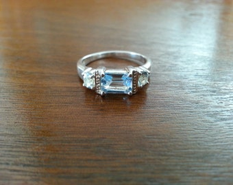 Vintage Blue Topaz and Sterling Silver Ring - Size 7 1/4