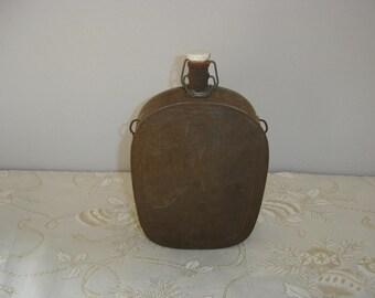 Gourde ancienne en tôle. Old métal gourd. Vintage. France