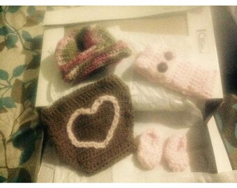 Baby diaper cover, toboggan, headband and Bootues set