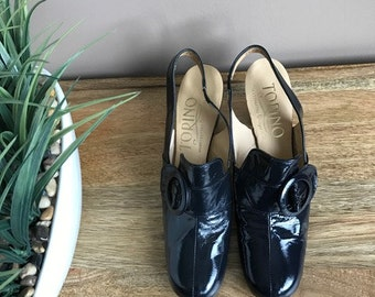 Vintage 1960s Shoes Navy Patent Leather Sling Back Pumps with Buckle // 1960s Mod Shoes Navy Torino 60s Mod 6 1/2
