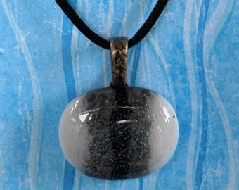 EH-P131 Pendant, white black white with tiny bubbles
