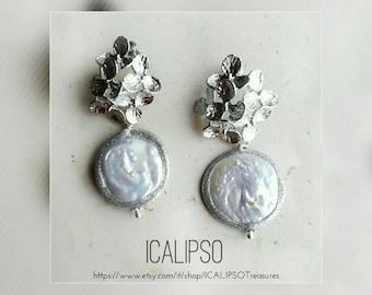 Bridal earrings, pearls earrings, wedding earrings, flowers earrings, anniversary gift, white earrings, jewelry gift, earrings gift for wife