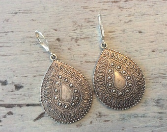 Boho chic Indonesian silver alloy teardrop lightweight earrings hippie eclectic jewelry sterling plated