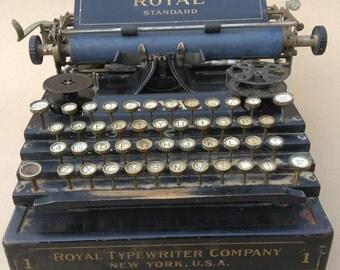 Typewriter 1912 Royal No. 1 Flatbed Stairstep