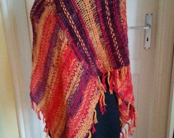 SALE!   Poncho in warm red/orange/yellow hues, crochet poncho, Web poncho, fringed poncho, hippie, Bohemianstyle, crocheted goods