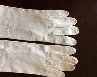 White kid elbow length gloves, size 7.5