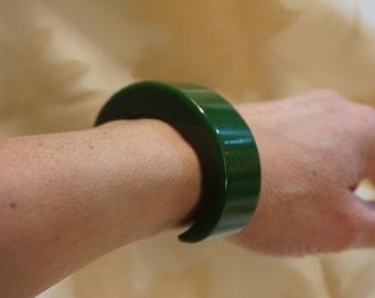Vintage Bakelite Cuff Bracelet Solid Spinach Green