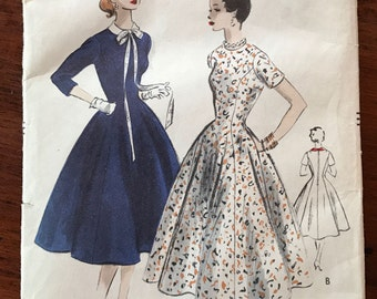 Vintage Vogue Pattern - One Piece Dress with Detachable Collar