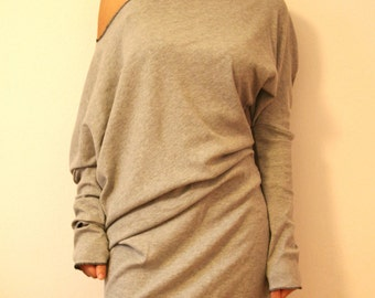 Oversize tunic blouse with open shoulder and assimetric cut