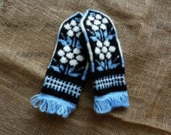 KNITTED MITTENS  GLOVES
