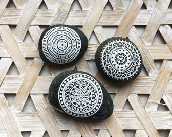 Mandala stones / boho / decoration / mandala / handmade / home decor / crafts / mandala art