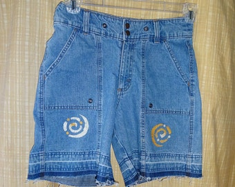 Vintage Distressed Jeans Denim Shorts Frayed Jeans Upcycled Boho Shorts Raw Denim Handpainting One-of-a-Kind Upcycled Jeans OOAK Shorts