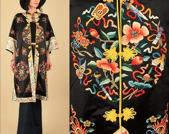 ViNtAgE Chinese SILK Kimono // Hand Embroidered Duster // Black Floral Free Size