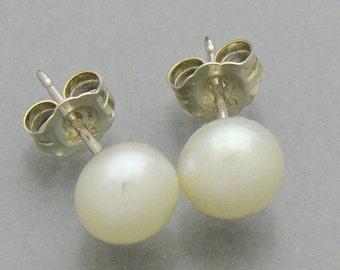 Genuine white  Freshwater Pearl 6 mm stud earrings