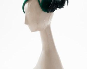 Vintage 40s Geen Fascinator with Feathers, 1940s Felt Tilt Hat, Emerald Green Hat