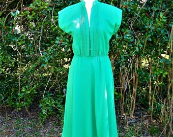 70s Kelly Green Dress size Small Pintucks Flared Skirt