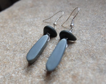 Beach pebble arrings - natural stone jewelry - grey gray natural stone earrings - simple, elegant, unique eco jewellery