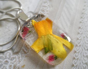 Yellow Daffodil, Pink Veronica Glass Rectangle Pressed Flower Pendant-Gifts Under 30-Symbolizes Creativity,Inner Reflection-Nature's Art