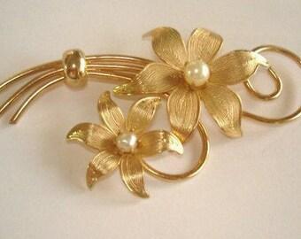 Pearl Gold Tone Leaf Brooch