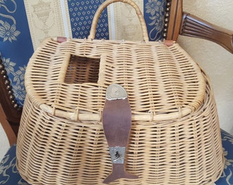 Handsome Vintage Fishing Creel Basket Sporting Decor