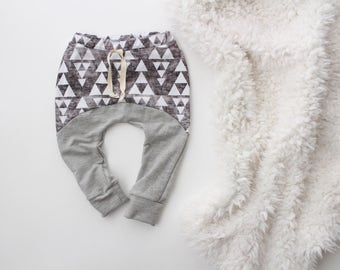 6M - 2T/3T organic monochrome triangle and grey jogger baby leggings | baby leggings | toddler joggers | boy baby leggings | hipster boy