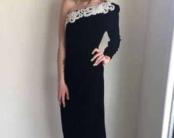 vintage black off shoulder dress velvet beaded glam red carpet movie star wedding prom black tie event size medium 90s jessica mcClintock