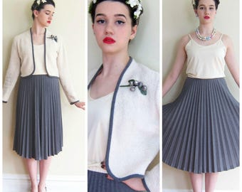 Vintage 1970s Dress and Jacket Ensemble / 70s Ivory Cream and Grey Pleated Skirt Cropped Jacket Set / Vicky Vaughn Med