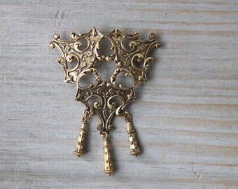 Goth medieval style vintage brass brooch / cosplay / period costume jewelry / large metal brooch / Gothic Medieval Renaissance style brooch
