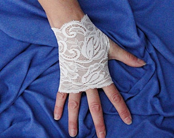 Ivory Lace Gloves  - Off White Fingerless Gloves .