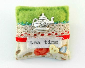 tea time brooch, tea lover gift, mothers day gift, gift for mum, tea and roses, afternoon tea for two, gifts for her, tea addict, cup of tea
