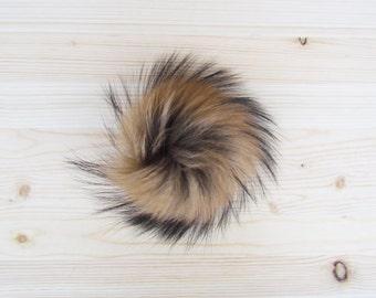 Pompon brun en fourrure pour tuque et bonnet