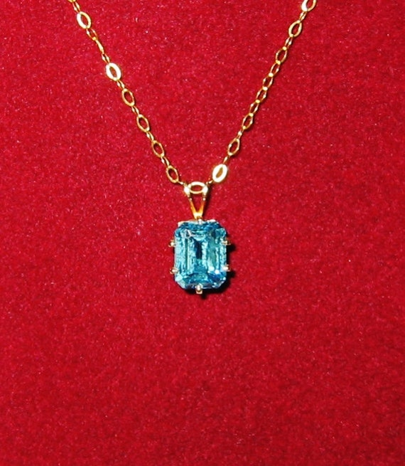 14K Solid Yellow Gold, Blue Gemstone.... Pendent or Charm.