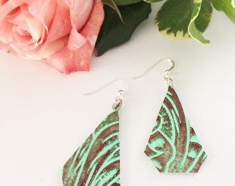 Leather earrings, geometric earrings, embossed leather, embossed earrings, summer earrings, summer accessory, green earrings