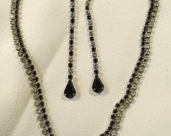 Necklace and earrings/pierced (235)