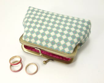 Little Kiss lock purse / Geometrical pattern, blue, white and a touch of pink / Bright pink lining / Change purse with snap.