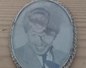 Vintage Tommy Steele hologram pendant