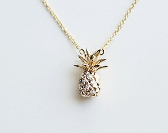 3D crystal pineapple Necklace in gold, fruit necklace, pineapple jewelry, summer necklace
